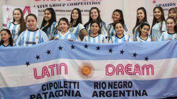 Las bailarinas de Latin Dream se preparan para competir en Panamá.