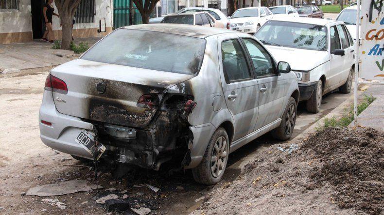 Hace más de 10 días fueron dañados cuatro vehículos.