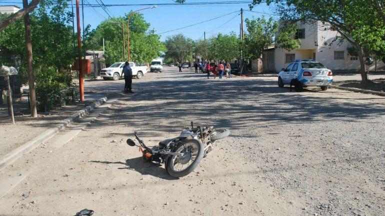 Un motociclista grave luego de impactar contra un auto