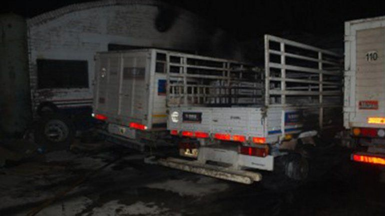 El incendio se produjo en un predio ubicado a la vera de la Ruta 22.