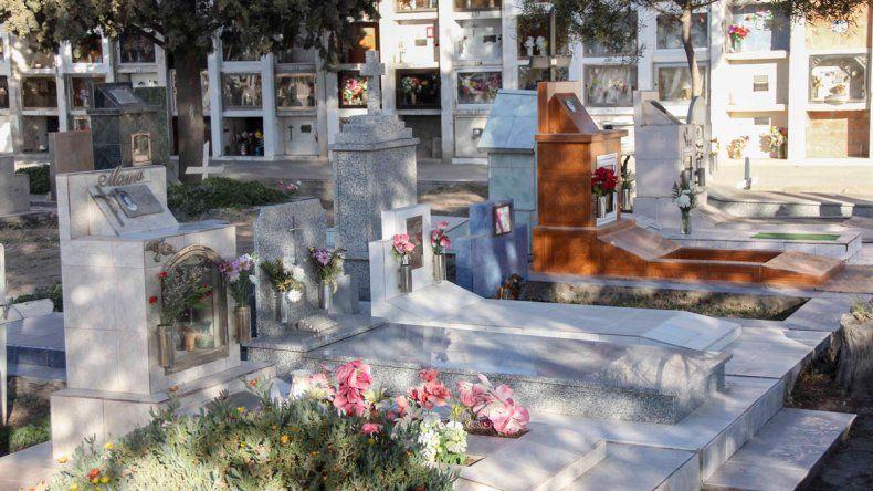 El trabajador se desempeñaba en el cementerio cipoleño.