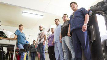 personal de servicio de lavanderia levanto las medidas de fuerza