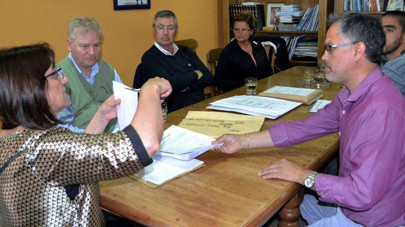 La apertura de los sobres se realizó ayer en el despacho de Silva.