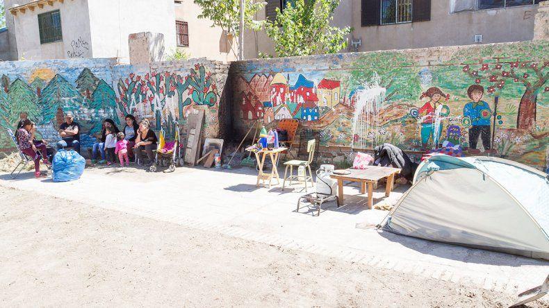 Ocuparon un predio destinado a una plaza. Alimentan a 30 familias
