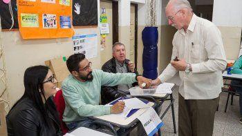 cerraron los comicios en todo el pais y casi un 70 por ciento del padron cipoleno voto