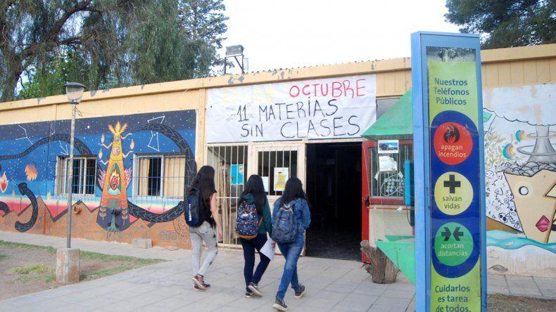 Hay malestar entre los estudiantes. El clima político se enciende. En noviembre se renovará el centro de estudiantes.
