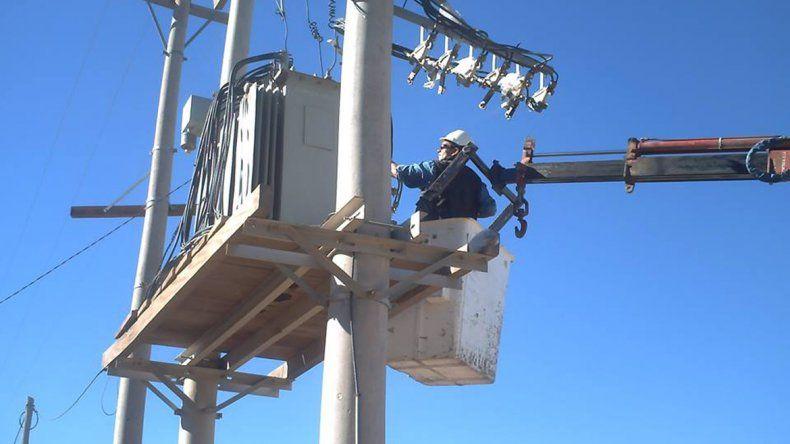 En Las Perlas exigen la continuidad del proceso de electrificación.