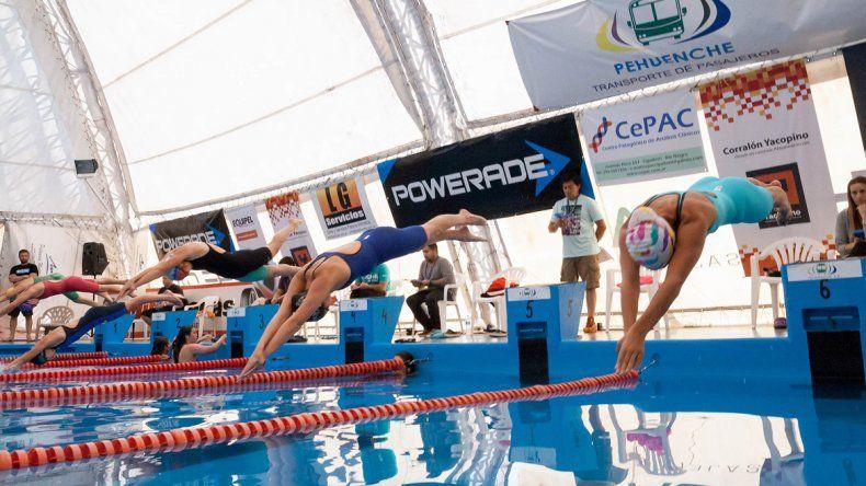 Nadadores de entre 9 y 12 años de todo el país competirán en la pileta albinegra en enero.