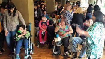 En un emotivo acto se entregaron 21 sillas de ruedas a discapacitados