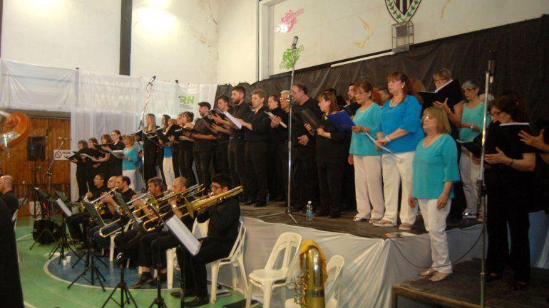 El Coro empezó los festejos en el Club Cipolletti y los extenderá hasta diciembre