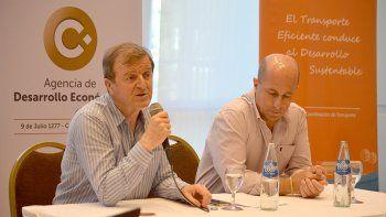 El intendente Tortoriello y Carlos Colavita, de la ADE, durante el panel.