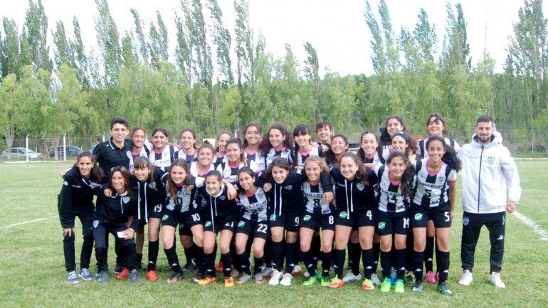 Los equipos sub-16 de Cipolletti y San Lorenzo del Anai Mapu.