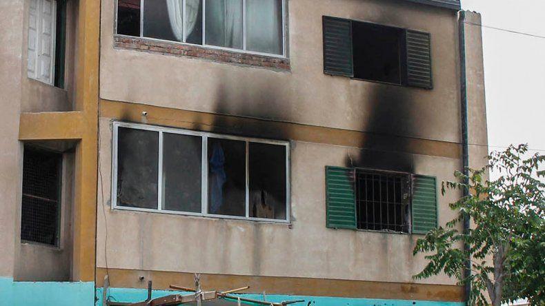 El incendio ocurrió en un departamento del primer piso del barrio Managua.