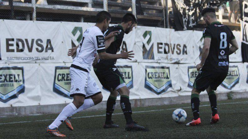 El Albinegro cayó 2-1 ante Villa Mitre en La Visera