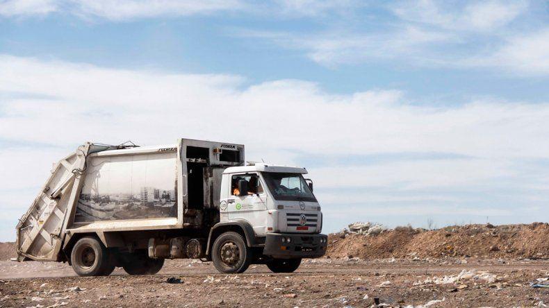 El menor murió trágicamente en el basural aplastado por un camión.