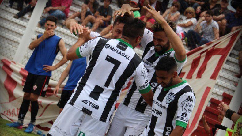 Con un golazo de Piñero, Cipo derrotó 1 a 0 a Rivadavia en Lincoln