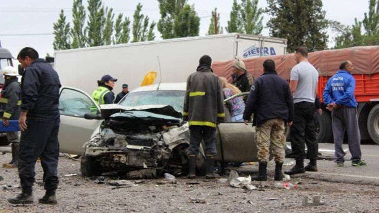 Un neuquino murió en tremendo accidente sobre la Ruta 22 en Roca