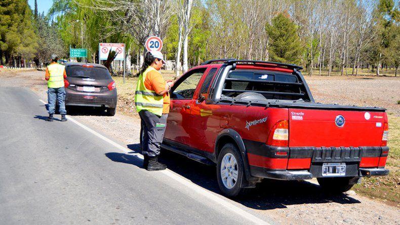 Los inspectores de tránsito trabajan para mejorar la seguridad vial.