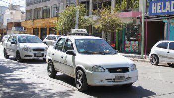 Según los taxistas, los propietarios quieren tiempo para transferir permisos.