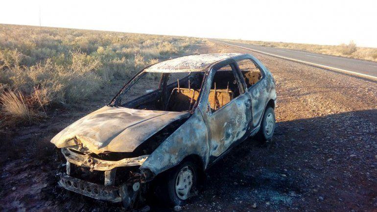 Escapó sin pagar la nafta, se le prendió fuego el auto y agredió a un policía en Cinco Saltos