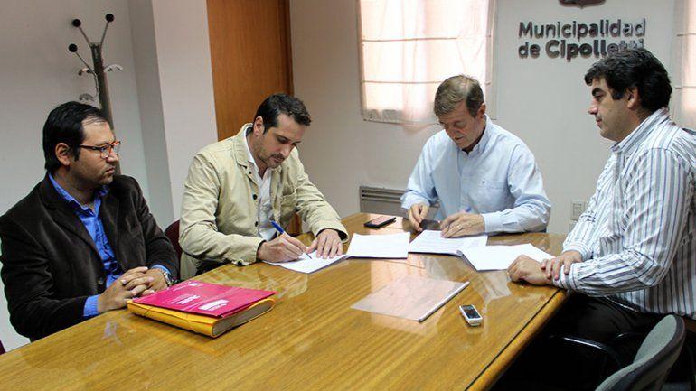 Tortoriello rubricó el acuerdo por el proyecto con la empresa Concretar.