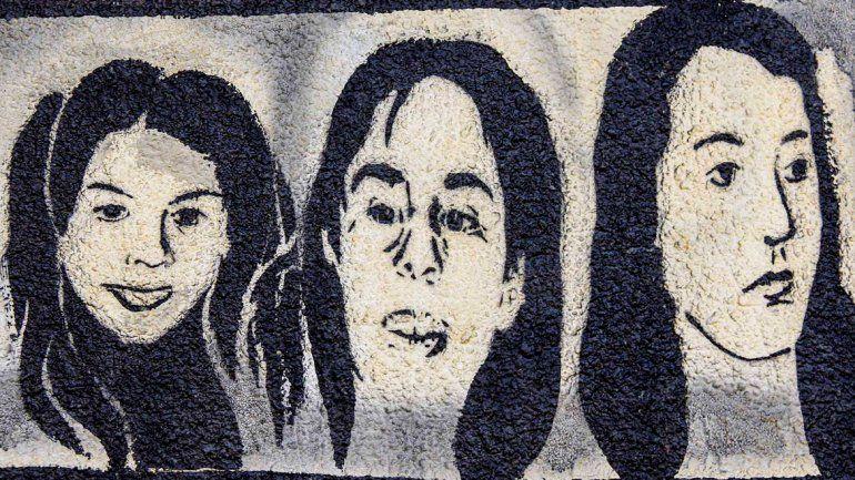 Los rostros de las chicas volvieron a pintarse en la ciudad como homenaje.
