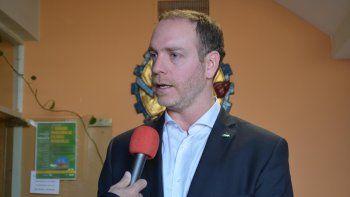 Caldiero firmó el contrato con la empresa President Petroleum.