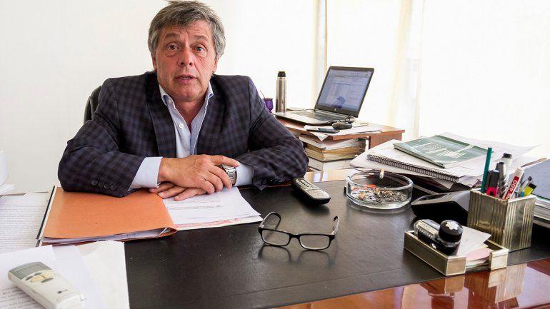 El abogado Martín Segovia defiende a la médica ginecóloga del hospital.