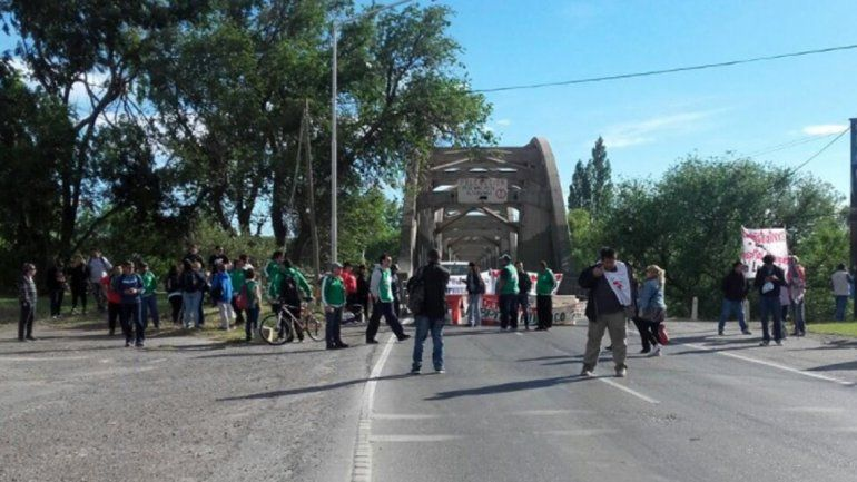 ATE Neuquén levantó los bloqueos en los puentes a la espera de una reunión