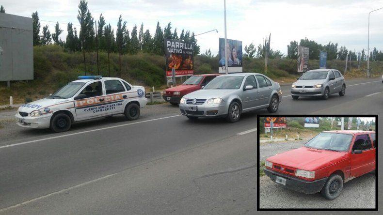 Manejaban un auto robado, se dieron a la fuga pero los atraparon