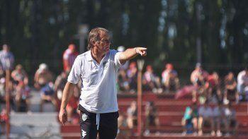 Henry Homann se juega una parada brava en Bahía Blanca para el futuro de Cipolletti en el Federal A.