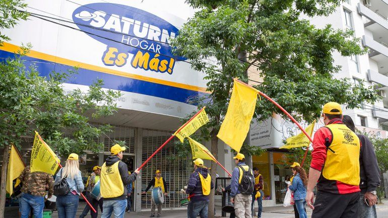 Los trabajadores despedidos por Lucaioli aseguraron que continuarán con las protestas hasta que se solucione su situación.