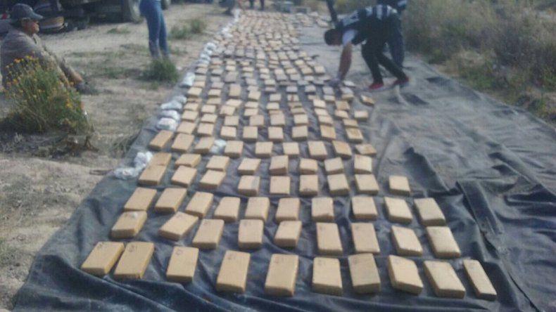 La marihuana era transportada en un camión. Estaba dividida en cientos de ladrillos compactos.