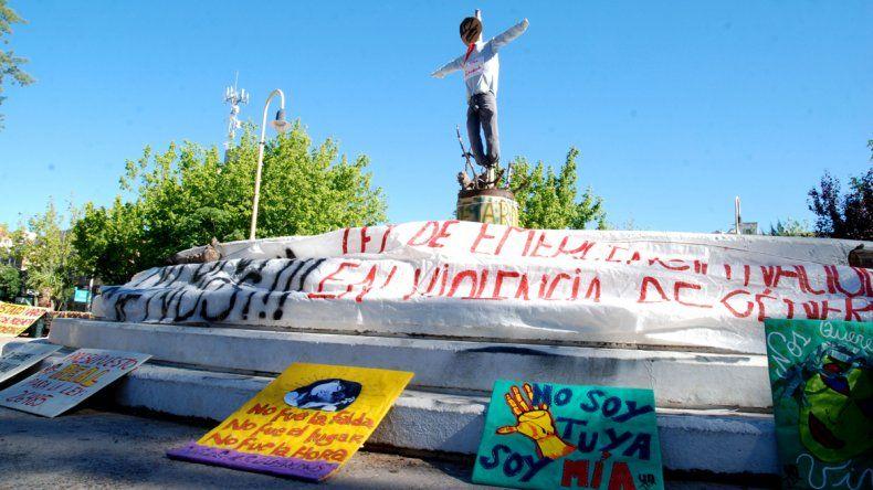 Ayer en la plaza hubo una manifestación contra la violencia hacia las mujeres.