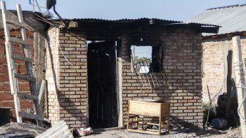 Una discusión entre madre e hija terminó con una casa en llamas