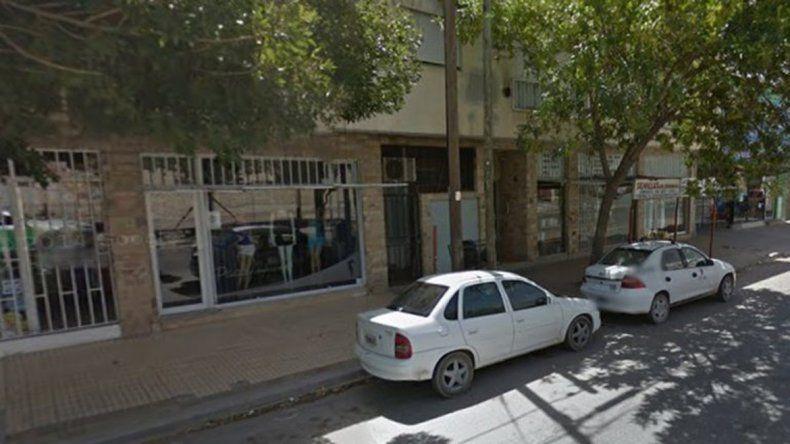 Robaron en un local de la calle Brentana y terminaron en la comisaría.
