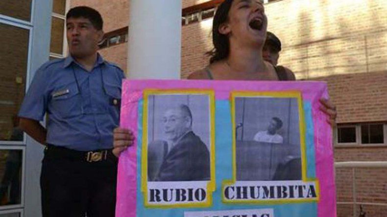 Otorgan salidas transitorias a policía condenado por violación en Roca