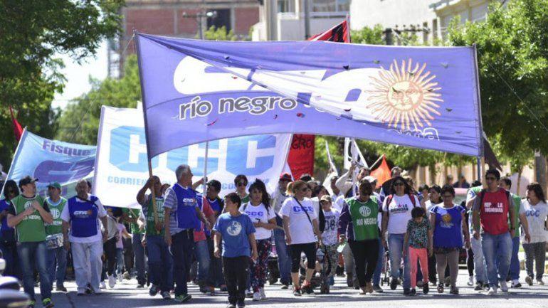 Gremios de Río Negro y Neuquén bloquearán el tránsito en los puentes.