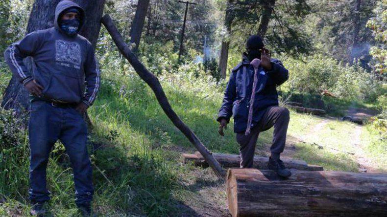 Denuncian que obligaron a una joven mapuche a comer tierra