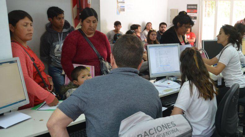 En la Dirección de Migraciones aseguran que la medida no restringe la llegada de inmigrantes. Sólo tienen que cumplir las leyes