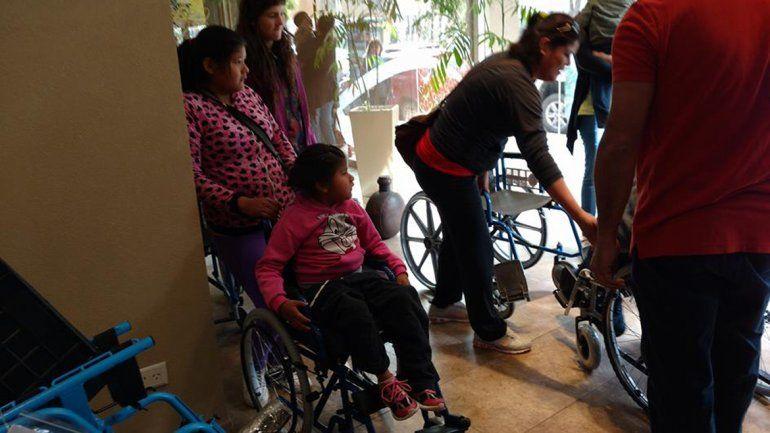 Manos que Ayudan entregará sillas de ruedas junto a Cilsa.