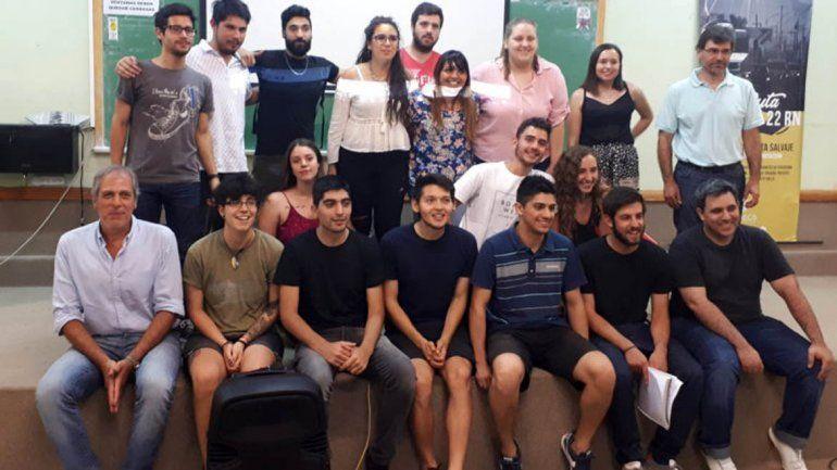 Estudiantes de la UNCo presentan investigación sobre el peligro de la Ruta 22
