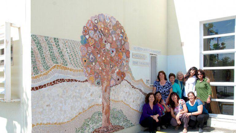 Las mosaiqueras quieren seguir realizando murales en barrios cipoleños.