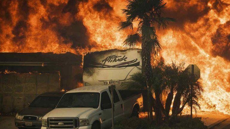 Evacuaron 200 mil personas de Los Ángeles por los incendios