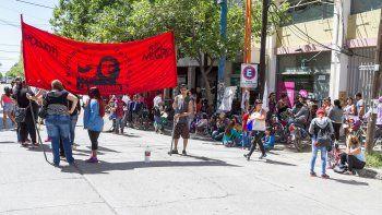 Organizaciones sociales protestaron ayer frente al edificio municipal.