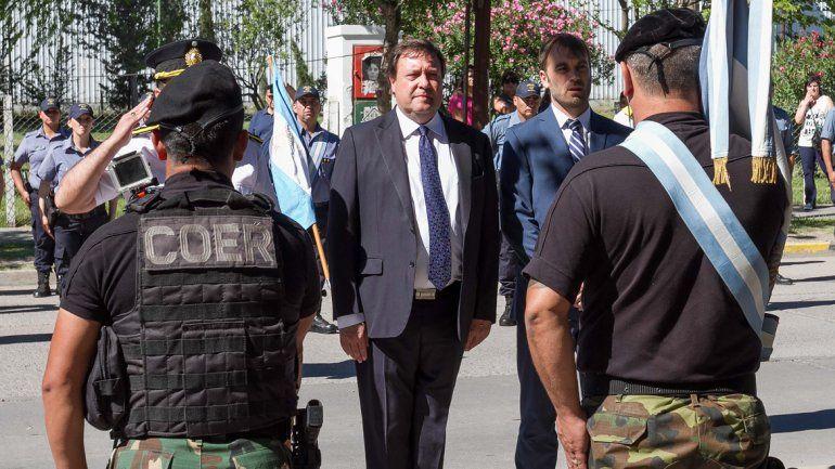 Weretilneck encabezó el festejo de la Policía en Cipolletti. Hubo un desfile frente a la escuela de agentes.