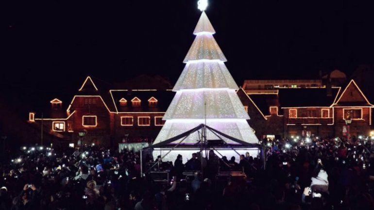 Bariloche prendió las luces del árbol de Navidad gigante