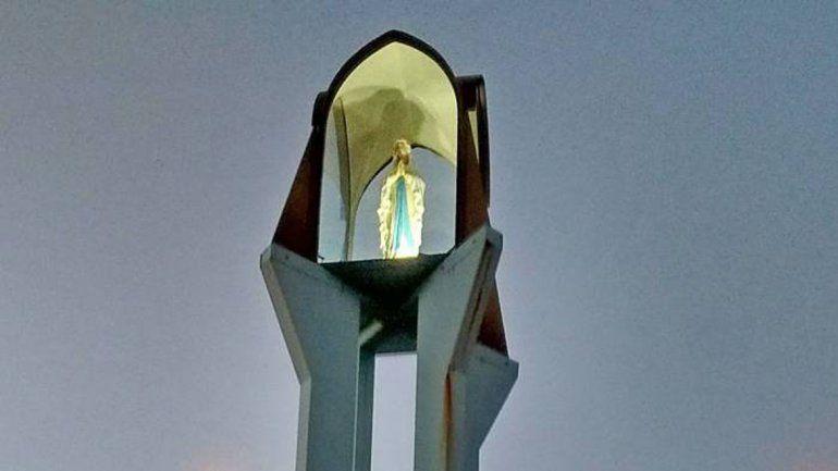 Tirotearon la estatua de la Virgen en Roca y hay bronca entre los vecinos