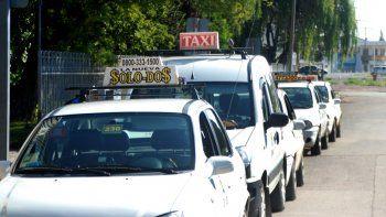 los taxistas meten presion para lograr un nuevo aumento