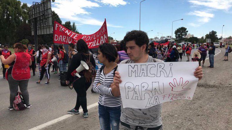 Luego de tres horas de corte en los accesos a los puentes, levantaron la protesta